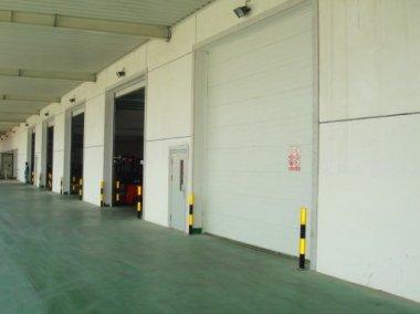 工业门的门板结构及操作